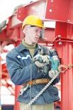 Конструкция металла работника строителя собирая Стоковые Фотографии RF