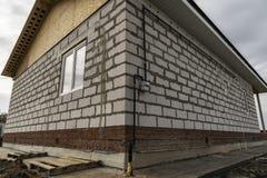 Конструкция многоквартирного дома стоковые фото