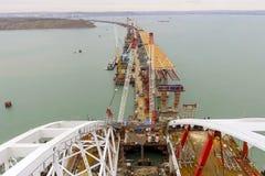 Конструкция моста Объекты инженерства для конструкции моста железной дороги и автомобиля через пролив Стоковые Фотографии RF