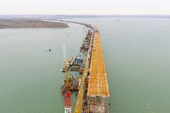 Конструкция моста Объекты инженерства для конструкции моста железной дороги и автомобиля через пролив Стоковые Изображения RF