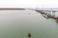Конструкция моста Объекты инженерства для конструкции моста железной дороги и автомобиля через пролив Стоковая Фотография RF