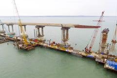 Конструкция моста Объекты инженерства для конструкции моста железной дороги и автомобиля через пролив Стоковое Фото