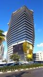 Конструкция необыкновенной несимметричной башни в Тель-Авив, Израиле стоковое фото
