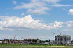 Конструкция нового жилого дома в поле Город ab Стоковое Изображение
