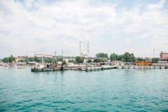 Конструкция нового дока и морского порта для перехода людей и товары в Стамбуле в Турции стоковые изображения rf