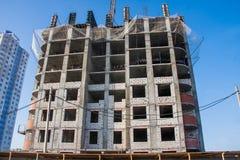 Конструкция нового современного многоквартирного дома Стоковая Фотография