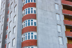 Конструкция нового современного многоквартирного дома Стоковое Изображение