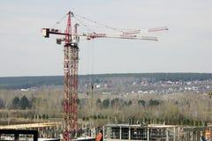 Конструкция новых домов строительное оборудование весной стоковое изображение rf