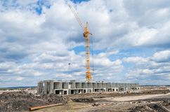 Конструкция новых здания и крана Стоковые Изображения RF