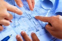 конструкция обсуждая людей дома Стоковые Изображения