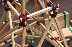 Конструкция от деревянных предкрылков соединилась клейкая лента для герметизации трубопроводов отопления и вентиляции - концепцие Стоковое фото RF