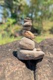 Конструкция различных камней пирамидка Принципиальная схема баланса и сработанности стоковые изображения