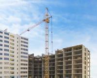Конструкция селитебного здания место крана конструкции здания Стоковое фото RF