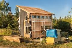 конструкция экологическая Выравнивать дом доск лиственницы Изоляция жары Строительства Стоковое Фото