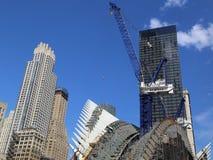 Конструкция эпицентра деятельности транспорта всемирного торгового центра Сантьяго Калатрава продолжается в Манхаттане Стоковое Изображение