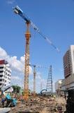 Конструкци-зона с оборудованием сине-неба различными и инструментами, Tha стоковые фото