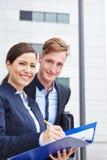 2 консультанта работая в городе Стоковое Фото