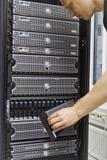 Консультант ИТ обслуживает САН и серверов Стоковые Изображения RF