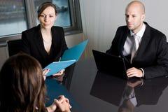 Консультация юриста в офисе Стоковое фото RF