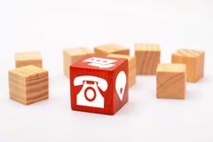 Контактируйте значки на красной деревянной кости на белой предпосылке Стоковые Изображения RF