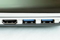 Контакты гнезд hdmi usb компьютера поворачивают дальше с электричества стоковая фотография rf