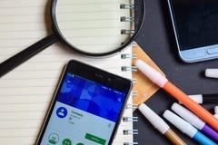 Контакты App на экране Smartphone стоковая фотография