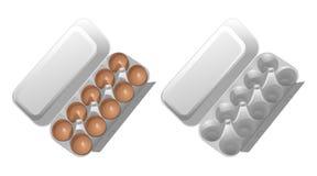 2 контейнера картона для яичек, одного пустого, второе с коричневым цыпленком eggs Стоковое Фото
