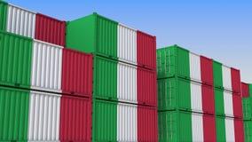 Контейнерный терминал вполне контейнеров с флагом Италии Итальянские экспорт или импорт связали перевод 3D бесплатная иллюстрация