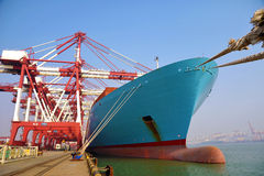 Контейнерный терминал порта Qingdao стоковые фото