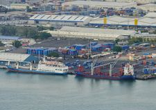 Контейнеровозы на набережной в гавани Маврикии Порт Луи Стоковое Фото