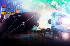 Контейнеровоз в импорте, порте экспорта против красивого утра l Стоковые Изображения