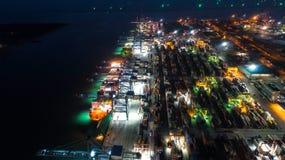 Контейнеровоз в экспорте и деле и снабжении импорта Корабль Стоковые Фотографии RF