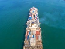 Контейнеровоз в экспорте и деле и снабжении импорта Корабль Стоковое Изображение
