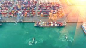 Контейнеровоз в экспорте и деле и снабжении импорта Корабль Стоковая Фотография