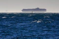 Контейнеровоз в windstorm Стоковые Изображения RF