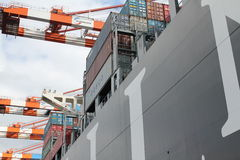 Контейнеровоз гавани Гамбурга Стоковое Фото