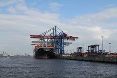 Контейнеровоз гавани Гамбурга Стоковые Изображения