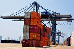 контейнеры вытягивают шею промышленный порт Стоковые Изображения RF