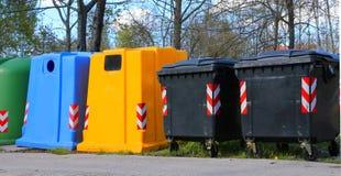 Контейнеры и контейнер для собрания отхода и recycla стоковые фото
