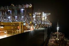 Контейнеры контейнера без bunkering ночи Стоковое Фото