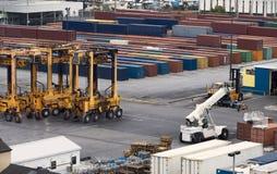 контейнер вытягивает шею порт Стоковая Фотография