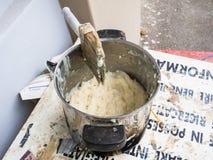 Контейнер клея для бумажного mache Стоковые Фотографии RF