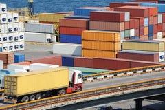 контейнер к пакгаузу тележки переходов стоковые фотографии rf