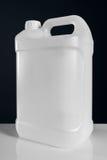 Контейнер немеченой белой пластичной банки танка химический жидкостный Стоковое Изображение