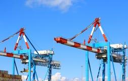 Контейнер регулируя краны на козлах на контейнерном терминале haifa Израиль стоковые фото