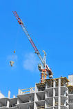 Контейнер цемента крана поднимаясь смешивая Стоковые Фото