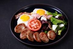 Континентальный завтрак, еды стиля сельской местности стоковые фото