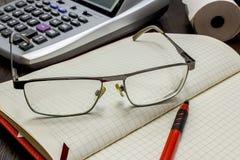 Конторская работа, время управлять и рассматривать финансами Стоковое Фото