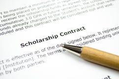 Контракт стипендии с деревянной ручкой стоковая фотография rf