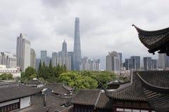 Контрасты времени Шанхая Стоковое фото RF